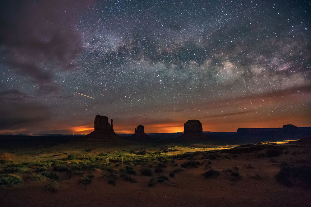 Mesmerizing time-lapse captures star trails over desert landmarks