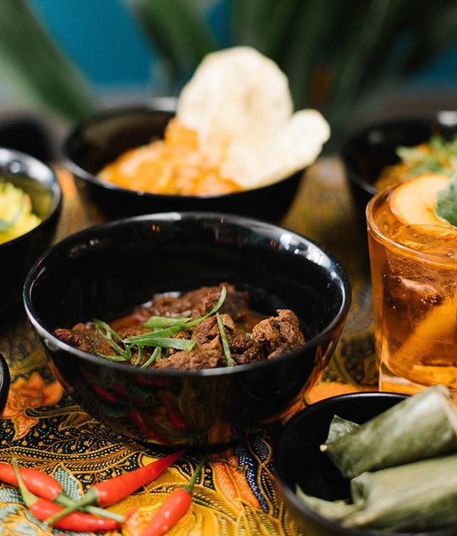 Wist je dat al onze vleesgerechten halal zijn? Probeer eens de Daging Garu, rundvlees in een ketjap-citroengras saus! Enak 🌴 . . . #wednesday #daginggaru #halal #cafeamoi #makanmakan #kinkerstraat #december #reserveereentafel #indonesia #food #daging #sapi #amsterdam