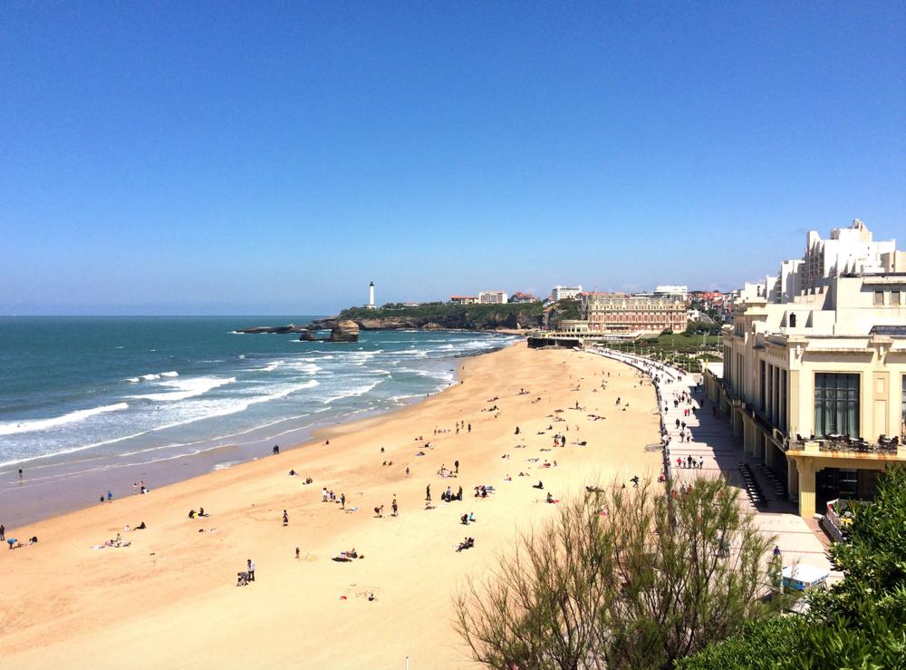 french-and-fahey-festival-wedding-biarritz-destination-wedding-near-the-beach-grand-plage