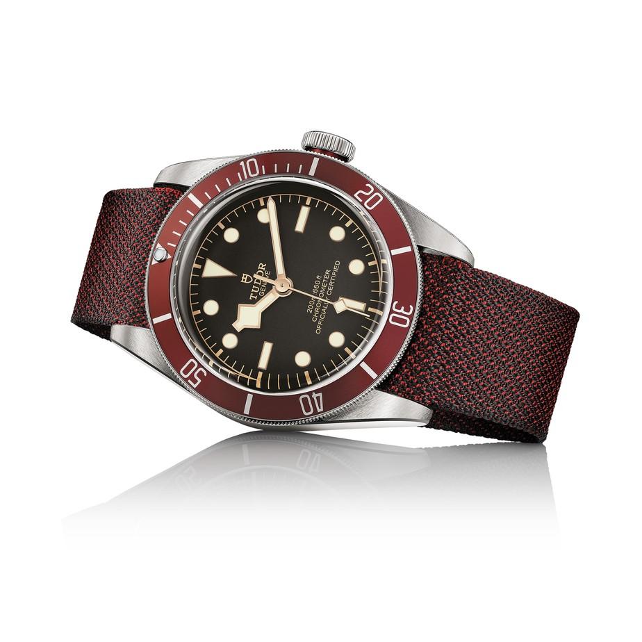 4_M79230R-0000_black_fabrick_burgundy_H.jpg