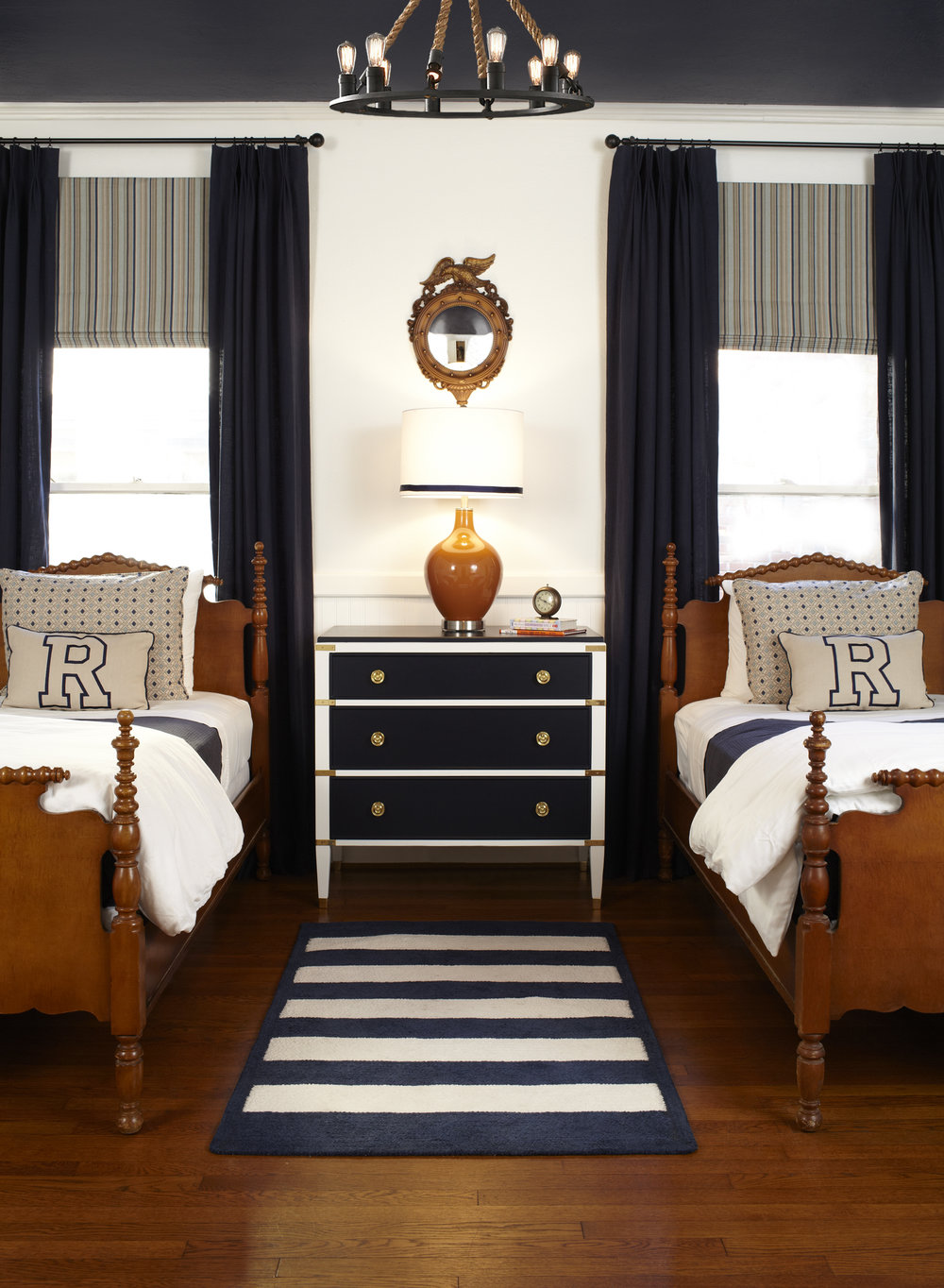 R-Bedroom_3822-Crop-1.jpg