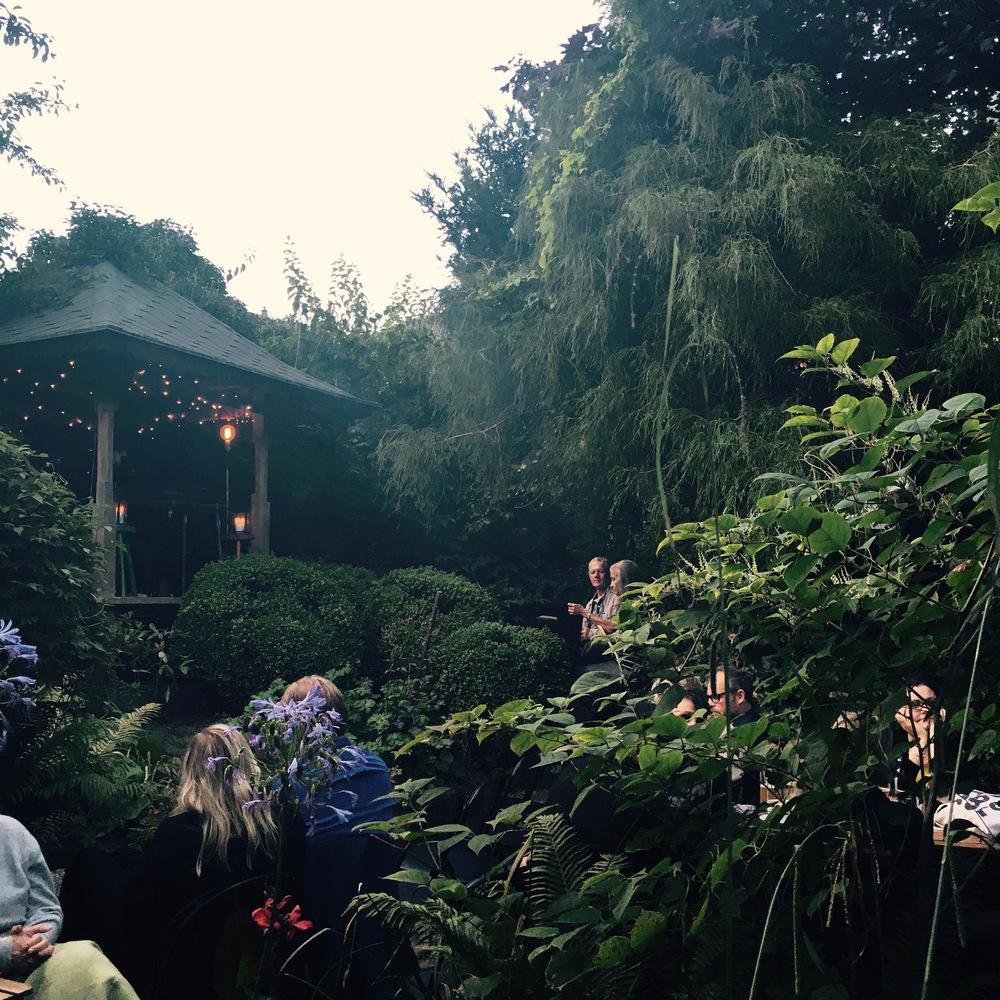 Jacob Bellens spiller solokoncert i Den Lydhøre Have