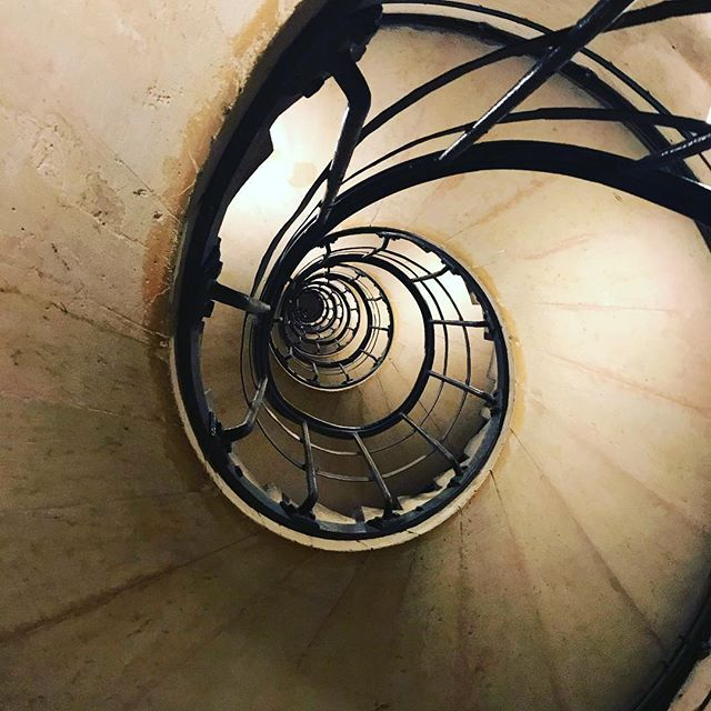 The Story Never Ends - Arc De Triomphe #paris #architecture #arc #de #triomphe #stairs #neverending #spiral #dizzy #climbing #top #best #showoff #brag #iloveit #ilovethis #alltheway #adventure #everyday #life #lovelive #france