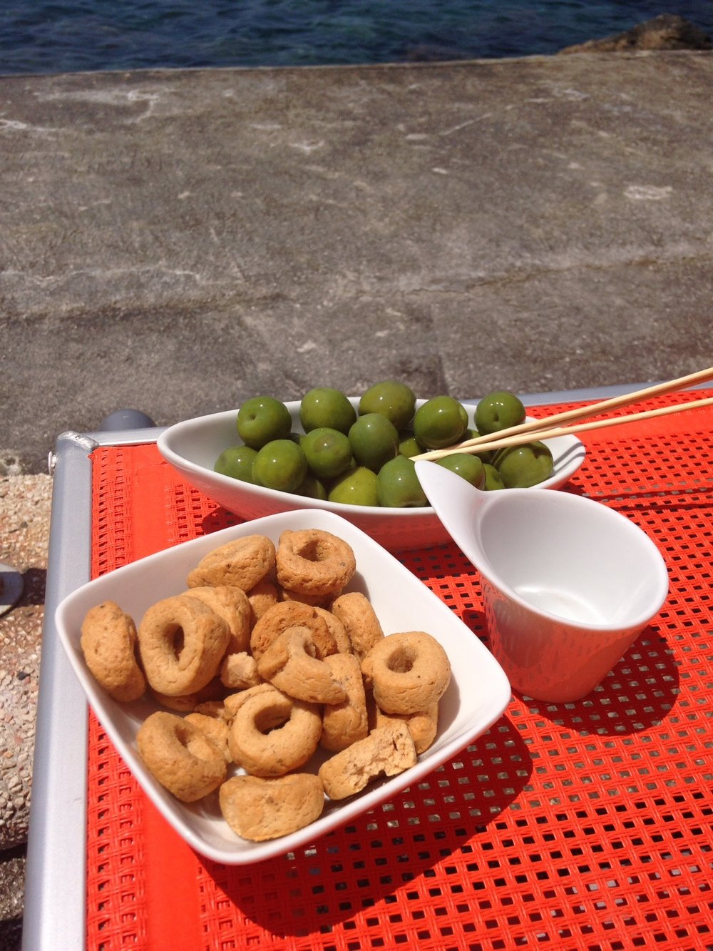 My favorite snack of taralli and olives