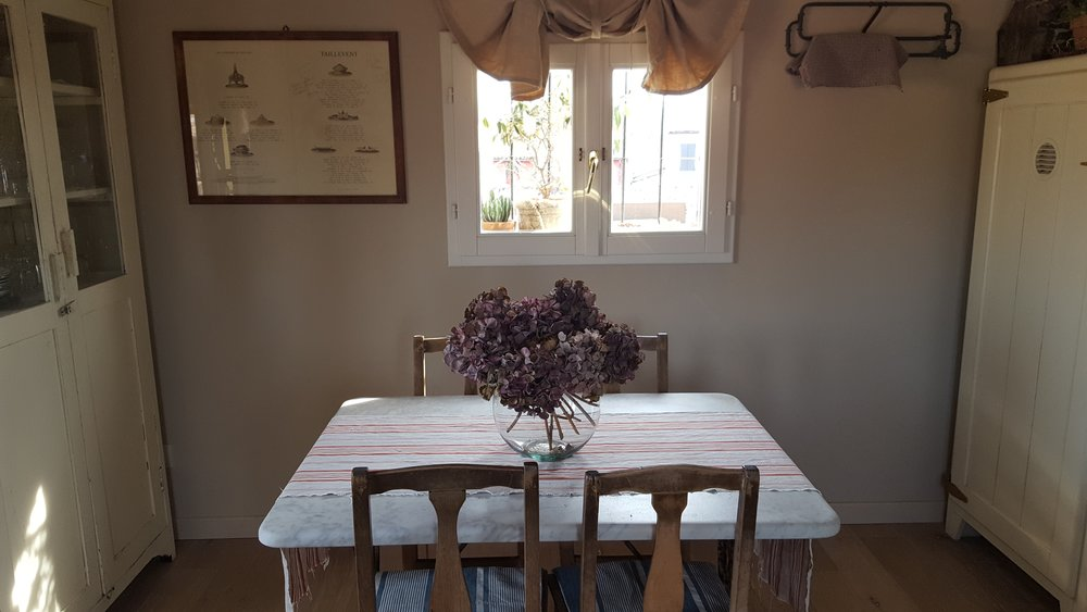 Lovely little dining table for breakfasts