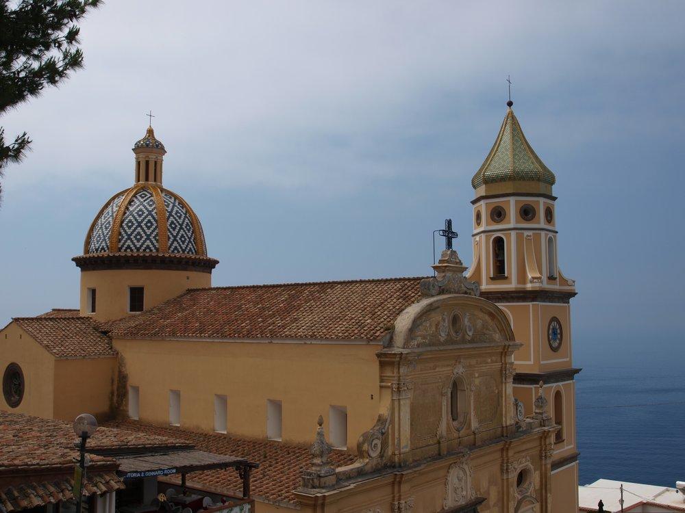 Il duomo di Praiano in Piazza San Gennaro