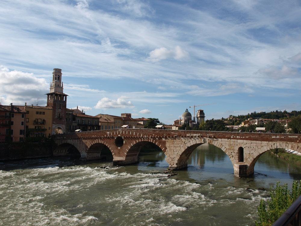 Ponte Pietra, Verona