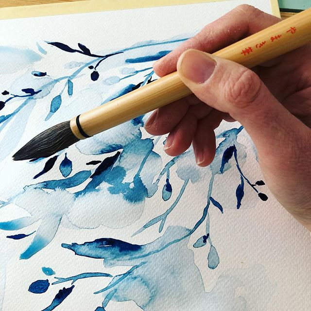 Trying out my new brushes from Tokyo 🇯🇵🖌 after being buried in client work for months, working 24/7. Best recovery from stress 🙏🏻 . . . . . #watercolor #indigo #painting #paintingistherapy #floralpainting #botanicalwatercolor #floralwatercolor #willow #willowillustration #illustration