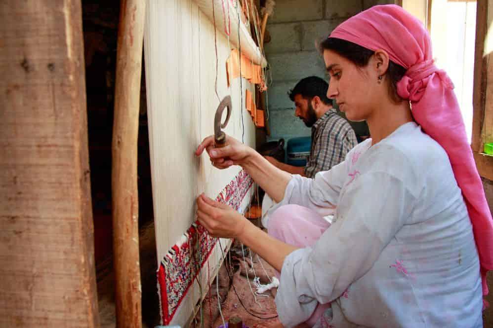 carpet-weaving-tarik-ahmad-and-shakila.jpg