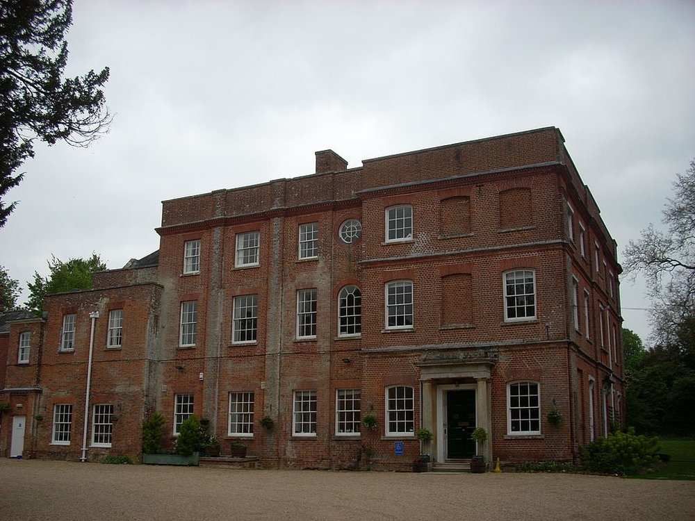 1024px-Old_Alresford_Place_02.jpg