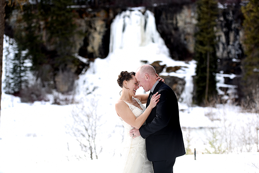 bridal portraits Montana winter wedding