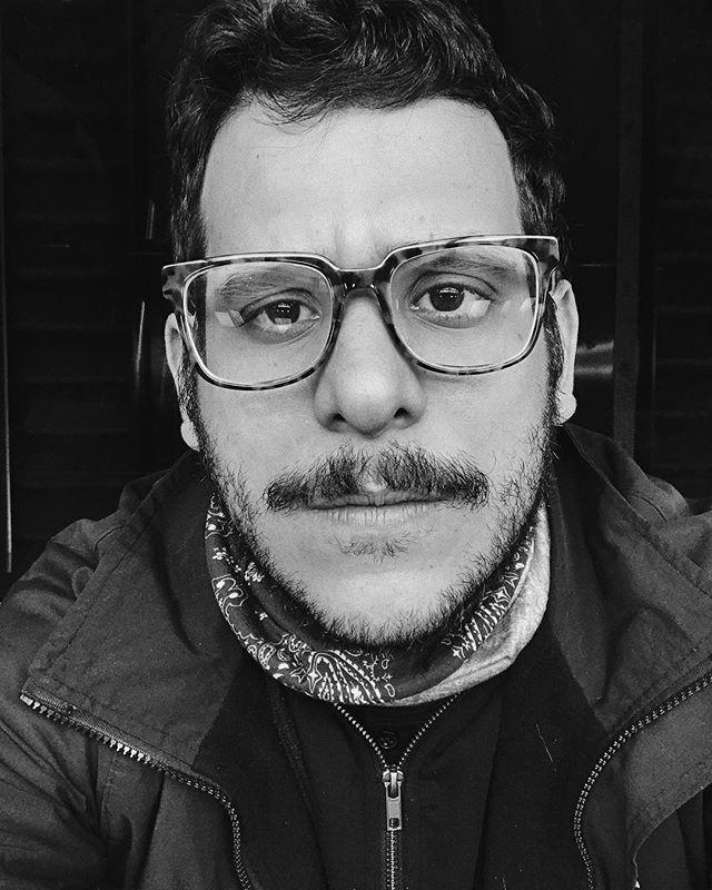 A pesar de las libras extra y el ojo gacho soy un mae bastante guapo. O porlomenos arribita de lo promedio. Y bueno un autoestima del carajo. #racha #quebonitoseryo #fashionblogger #selfie #portrait