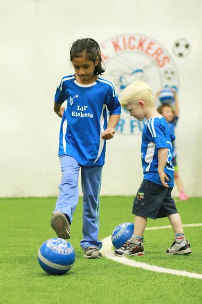 Big Feet classes are for five and six year-olds who have not played a lot of soccer before, or who respond better to a low-key environment. Classes build basic soccer skills (dribbling, passing, trapping, scoring) and develop a sense of confidence on the field. Players will also learn sportsmanship and team play. Some small-sided, yet non-competitive soccer games are played to enhance learning how to apply skills in game situations. Big Feet classes are 50 minutes long The ratio for Big Feet classes is 12:1