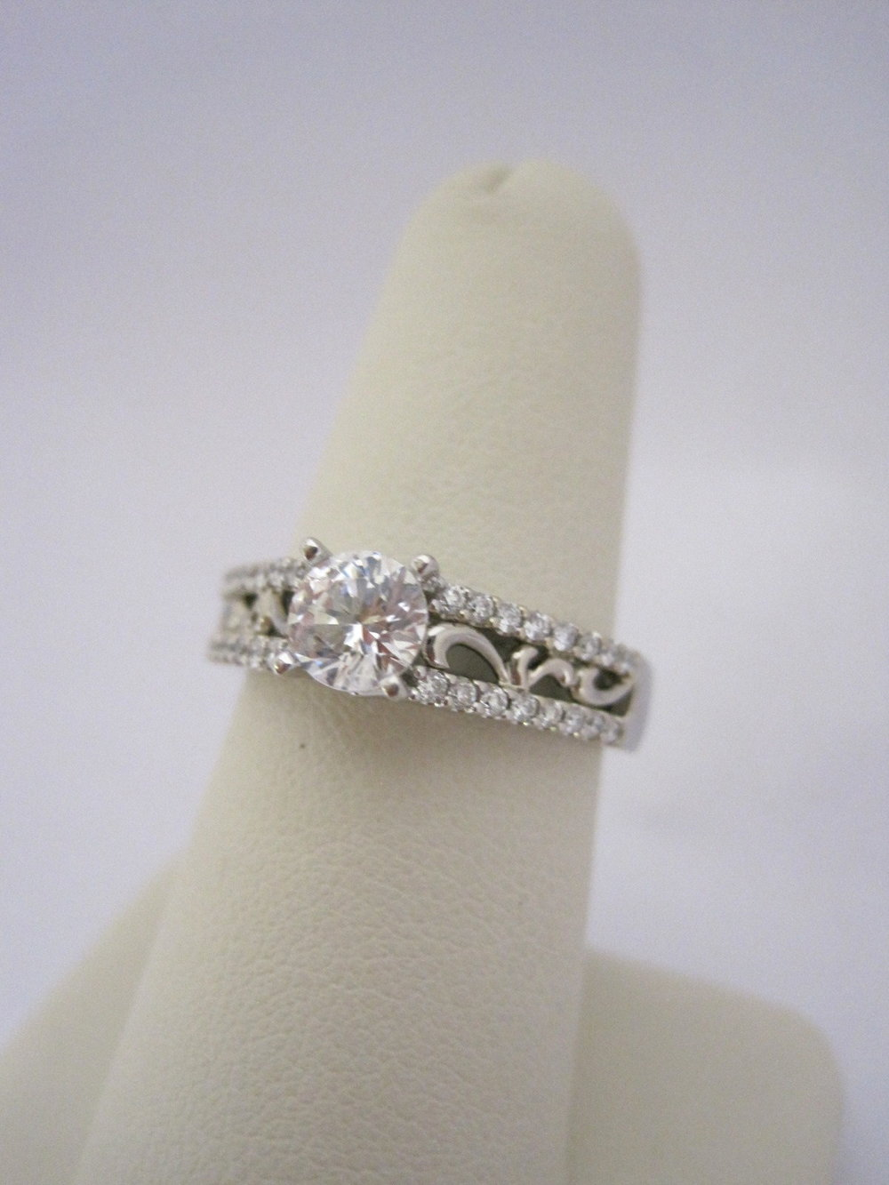 Diamond Engagement ring with Scroll Detail