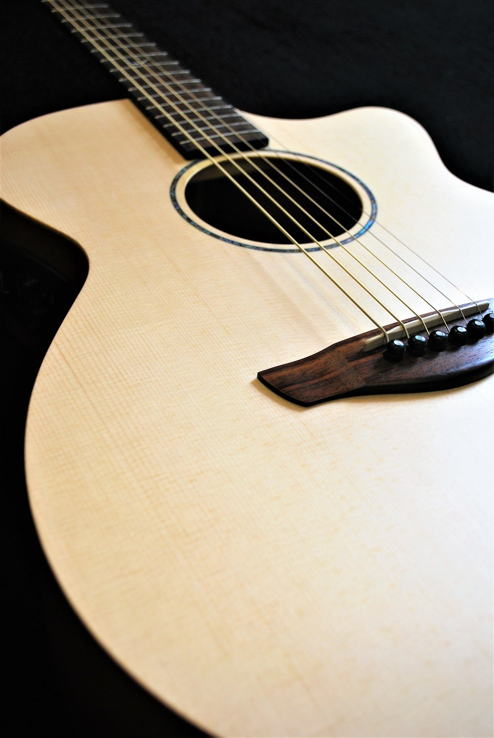 """The Faith """"Venus"""" is a great acoustic-electric for any player. The satin finish leaves the wood in its natural state, which creates a beautiful, unrestricted sound."""