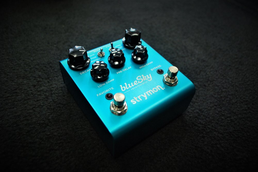 The blueSky offers massive sounding reverb sounds that retain crystal clear quality. A reverb pedal for true audiophiles!