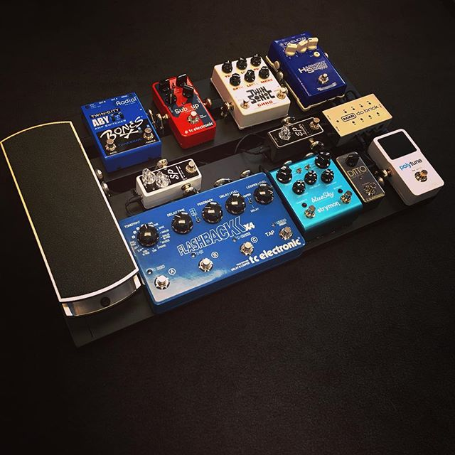 Just finished this custom @pedaltrain board build for a client. Features custom-made cabling, efficient signal flow, and some of our favorite pedals.  #guitar #guitarist #music #musician #gear #gearybusey #pedal #pedalboard #custom
