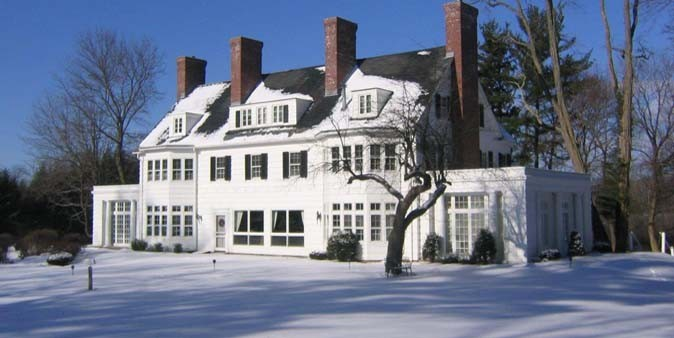 FOUR CHIMNEY'S INN   RATES $129+    BOOK YOUR RESERVATION