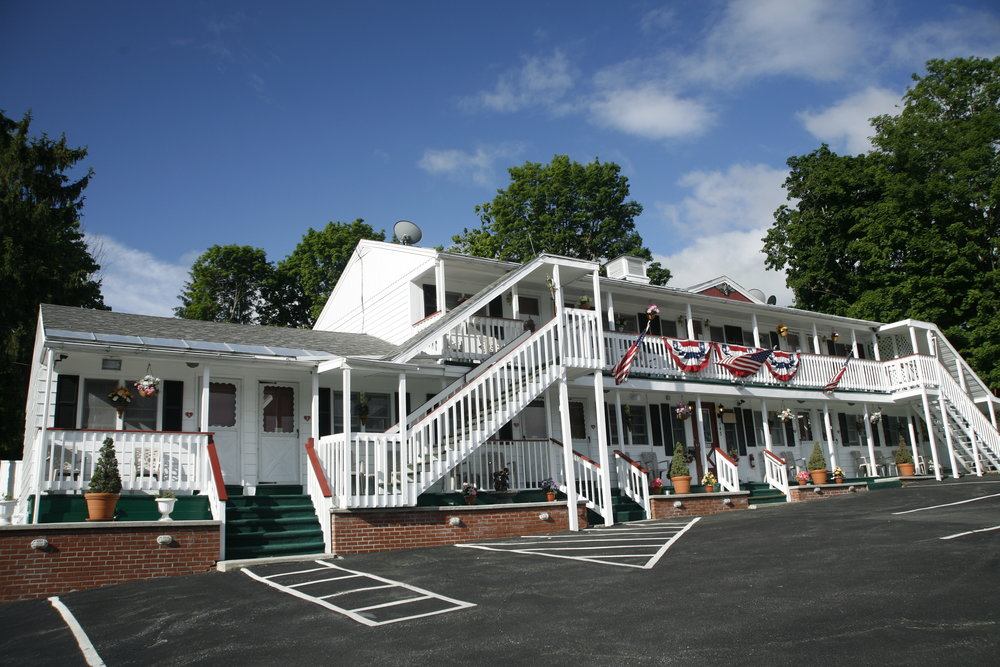 BENNINGTON MOTOR INN   RATES $60+      BOOK YOUR RESERVATION