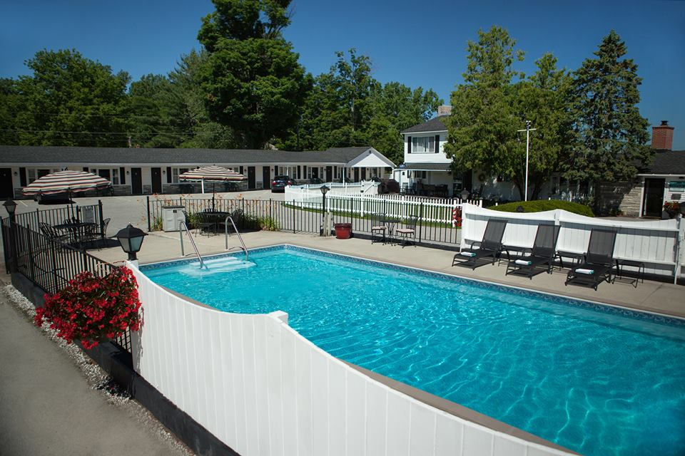 KNOTTY PINE MOTEL      RATES $69-111      BOOK YOUR RESERVATION