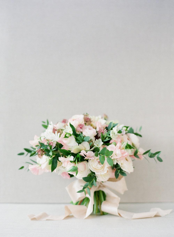 organic lush bridal bouquet