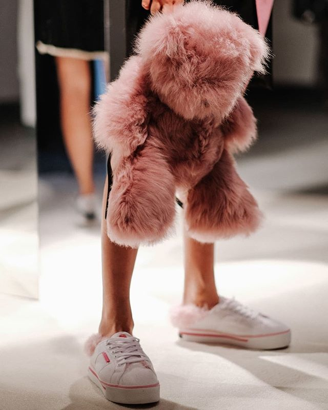 Charlotte Simone's fluffy accessories are the key to conquering winter style. Link in our stories to get the look! ☃️☃️☃️