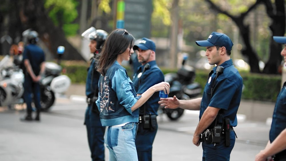 ct-kendall-jenner-pepsi-ad-keeping-up-with-kardashains-20171002.jpg