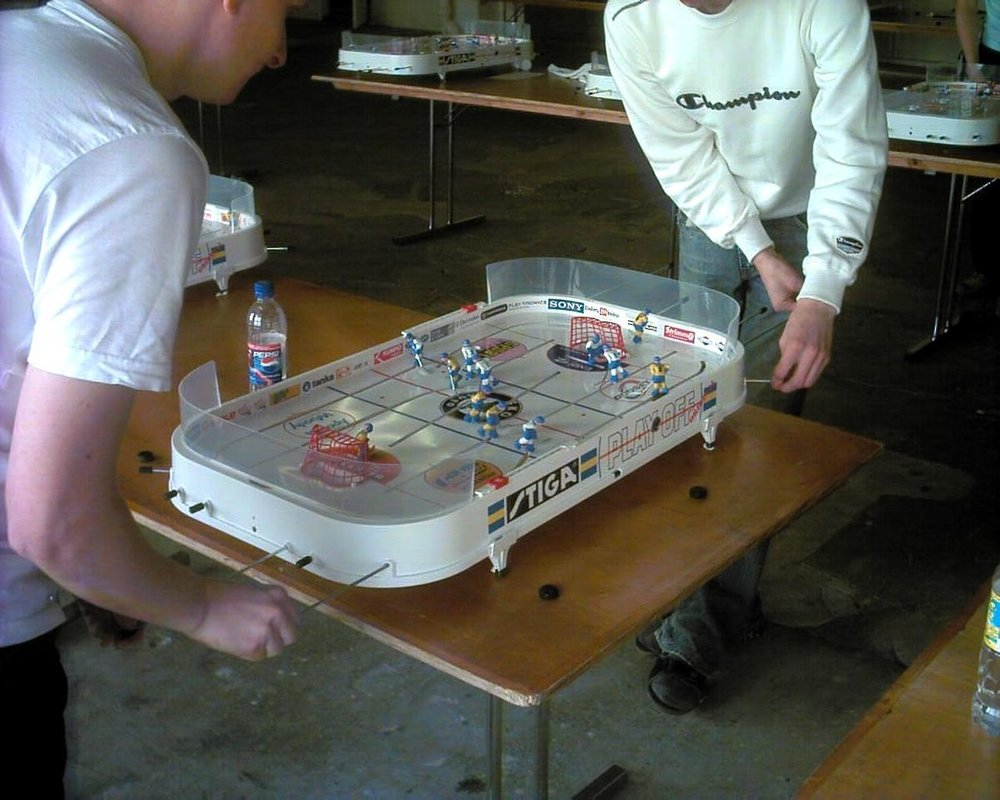 1200px-Table_hockey_playing.JPG