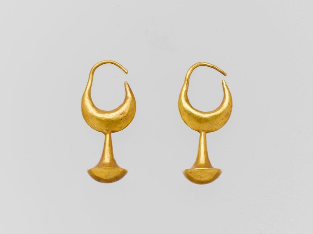 gold-earring-with-nail-head-pendant-907887-1024.jpg