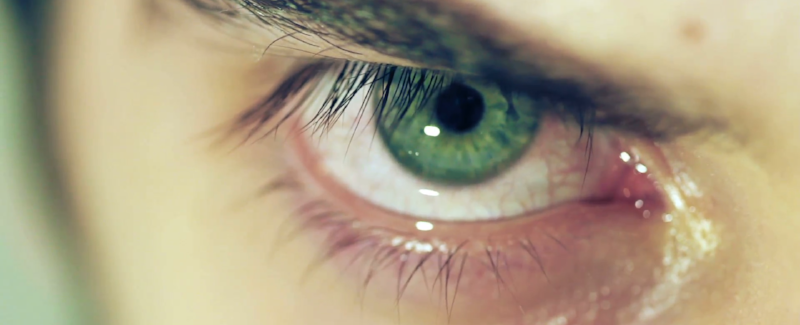 detailed-image-of-mans-green-eye-with-tears-cry_veriyjofe__F0000.png