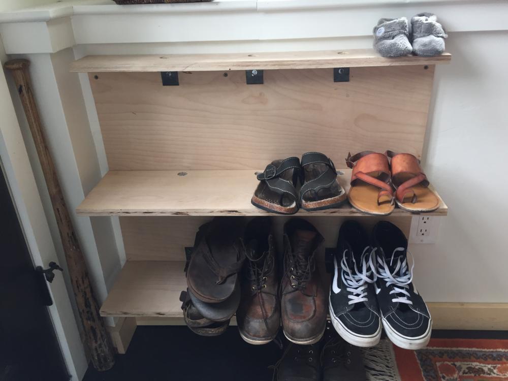 shoe shelf.png