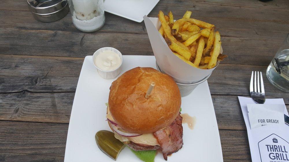 thrill grill burger.jpg