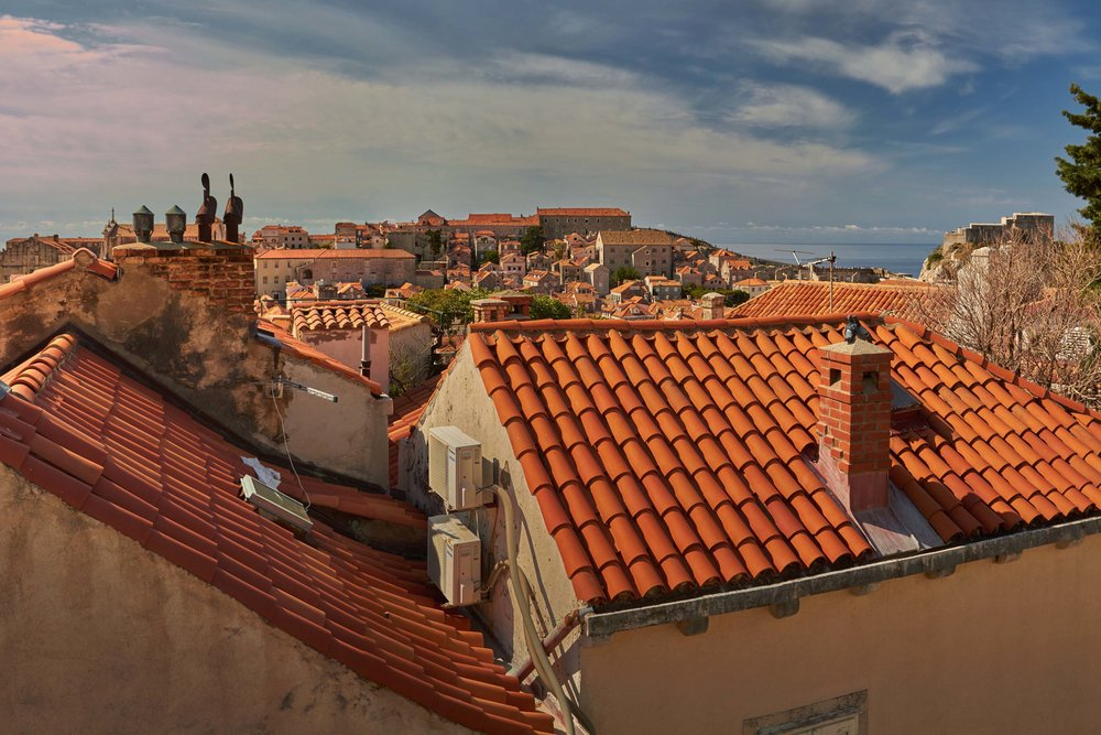 Dubrovnik_roof_tops_chimney.jpg