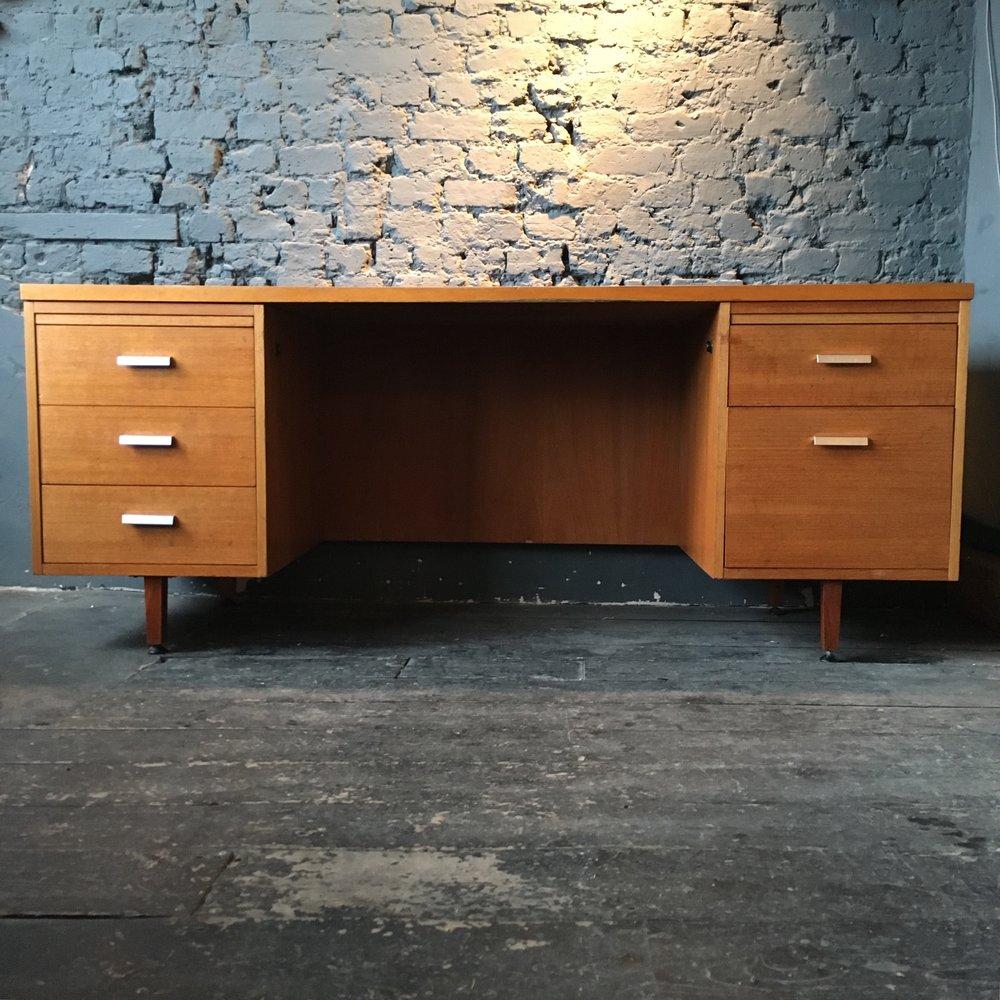 Tansad executive desk