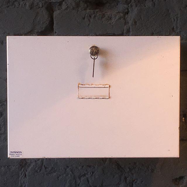 Wall mounted metal medical box with key, great condition #medical #firstaid #bathroom #metalcabinet #white #lockable #key #interior #homedecor #saturday #london #croydon #vintageshop #vintage