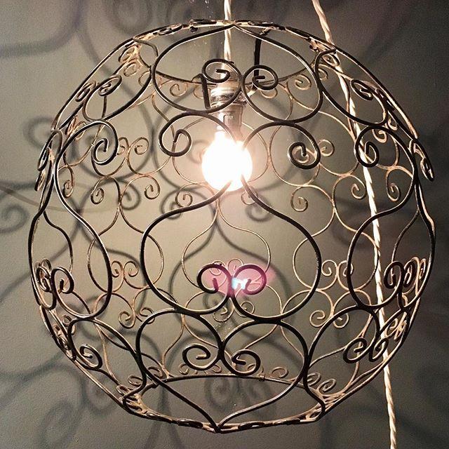 Decorative wireframe pendant with white twist cable #sittingroom #shadows #diningroom #vintage #lighting #pendant #wireframe #croydon #saturday #home #interior #london