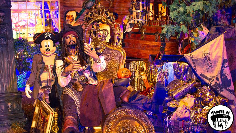 HOLA 18.11.04 Holiday Fantasies  1.jpg