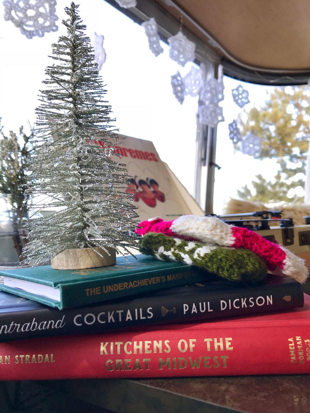 christmas-in-the-camper-05.jpg