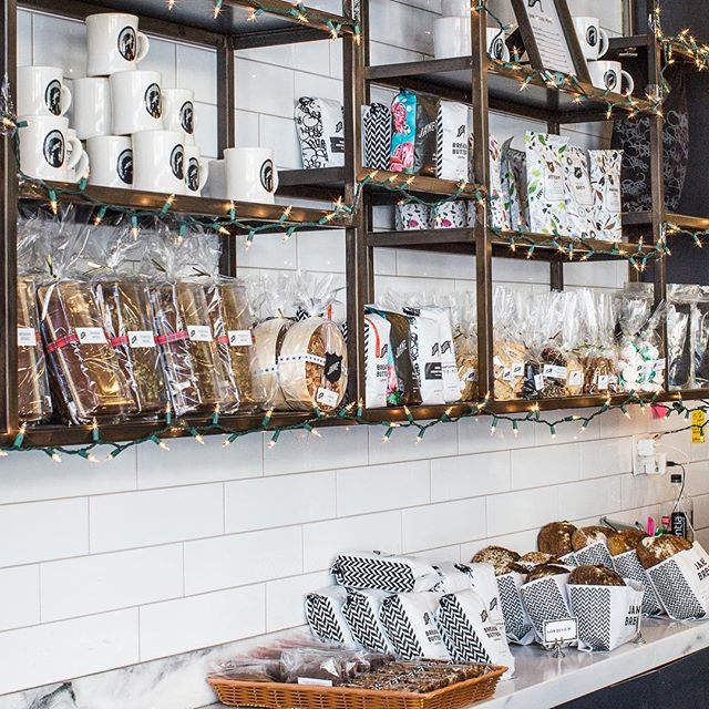 Mugs, t-shirts, baked goods, coffee and herbal teas: we're stocked up to make your gifting easy. Plenty of gifting ideas here and at @janethebakery.