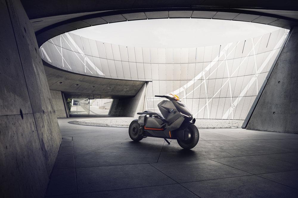 P90260578_highRes_bmw-motorrad-concept3.jpg