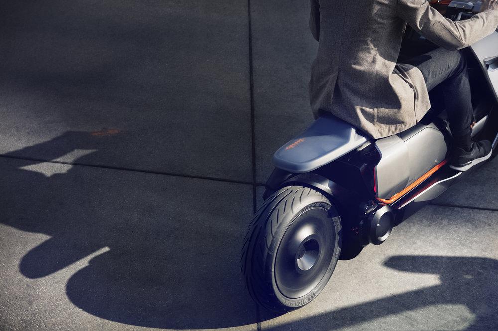 P90260583_highRes_bmw-motorrad-concept10.jpg