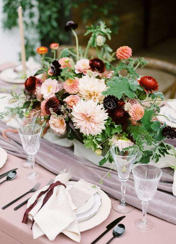 I love how the velvet table runner contrasts the table cloth.