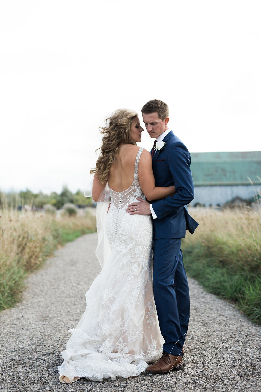 JMH_Photography_shanahans_barn_charlevoix_michigan_wedding_elegant-4.jpg