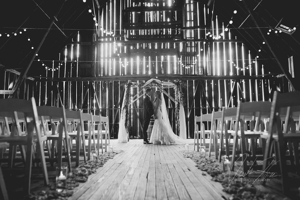 JMH_Photography_shanahans_barn_charlevoix_michigan_wedding-31.jpg
