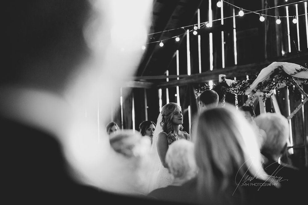 JMH_Photography_shanahans_barn_charlevoix_michigan_wedding-44.jpg