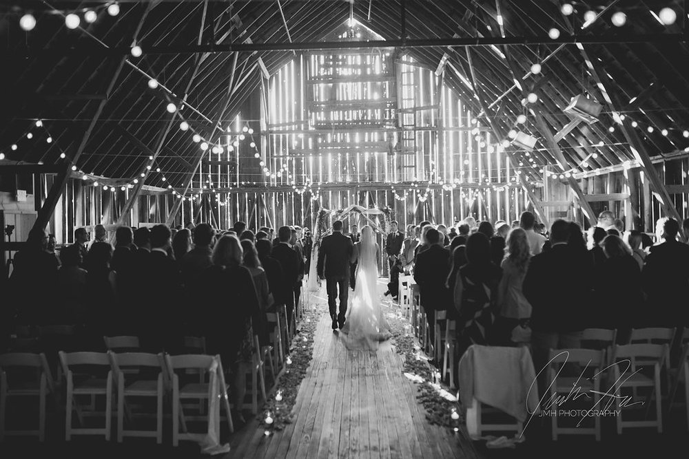 JMH_Photography_shanahans_barn_charlevoix_michigan_wedding-42.jpg