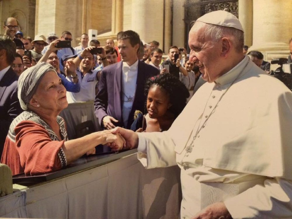 dhms-rome-pope-francis-tanya-holding-hands1.jpg