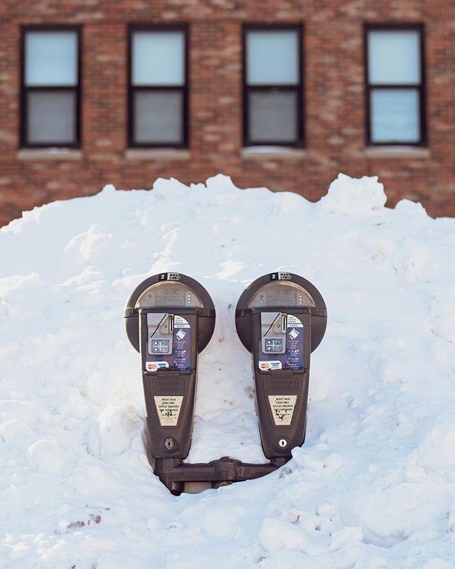 18/365  Meters of snow.  #downtowniowacity #snow #parkingmeter ##365daychallenge #broadmag #gominimalmag #windows #minimalzine #leviallen #habitsofexcellence #brown