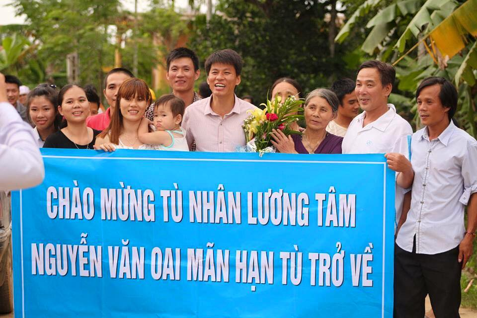 Nguyễn Văn Oai, a prisoner of conscience, is welcomed by friends and family upon his release from jail.