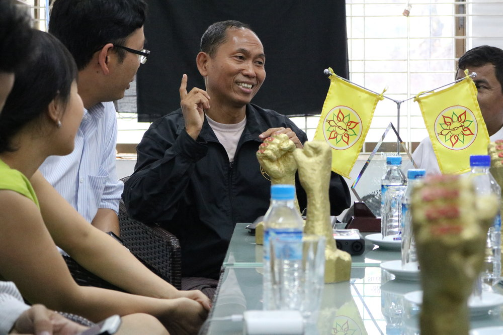 Ko Ko Gyi, a former student activist of the 88 Generation Students group, shares lessons with Vietnamese students of nonviolence movements. (Photo: Loa/Giang Nguyễn)